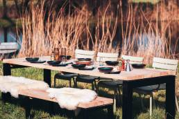 Tuintafel eettafel buitentafel. Eiken tuintafel met zwart stalen frame.